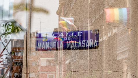 Imagen de la placa de la calle Manuela Malasaña.