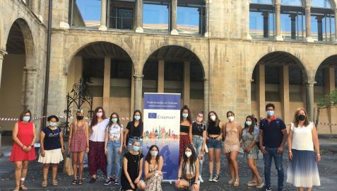Estudiantes que partirán este fin de semana a ciudades europeas para realizar practicas formativas.