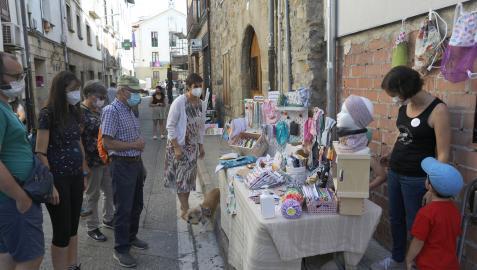 La localidad celebró el domingo la primera edición del mercado El Zoko de Aoiz
