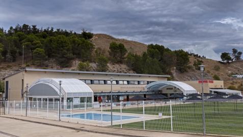 Las instalaciones de Ardantze con la piscina descubierta para la temporada de verano