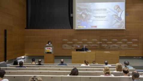 La consejera de Derechos Sociales, Carmen Maeztu, interviene en la jornada de presentación de las Escuelas Sectoriales de Aprendices