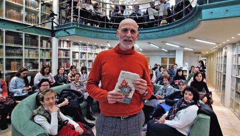 El escritor Alejandro Palomas, en el Club de Lectura de Diario de Navarra en febrero de 2018.