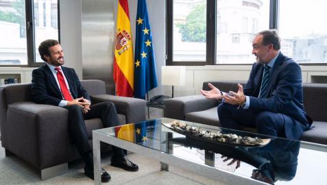 Pablo Casado y Javier Esparza, durante su reunión