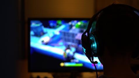 Imagen de una persona jugando al Fornite.