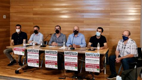 De Izda. a dcha: Miguel Ángel Bujanda (EHNE), Iñaki Mendióroz (UAGN), Luis Torres (UAGR-COAG), Igor Fonseca (ARAG-ASAJA), Néstor Arcolea (UPA-UGT), y Jesús Bauza (vocal DOC Rioja-UAGA-COAG).