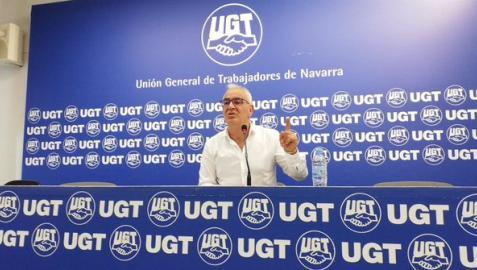 El secretario general de UGT-FICA, Lorenzo Ríos, en rueda de prensa