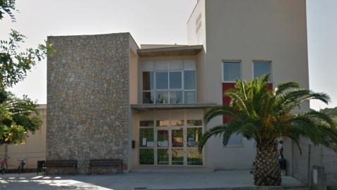 Exterior del colegio CEIP de Costitx en Mallorca