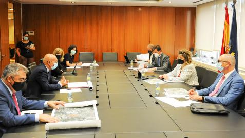 Un momento de la reunión entre responsables del Gobierno de Navarra, el Ministerio de Transportes y ADIF
