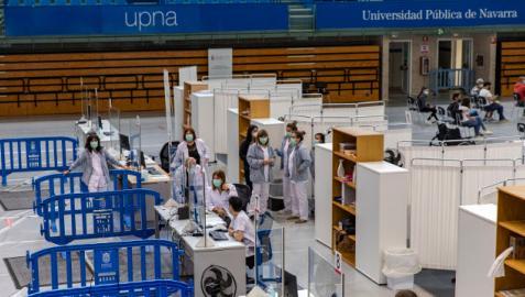 Trabajadores de Salud, en el último día de funcionamiento del punto de vacunación de la UPNA
