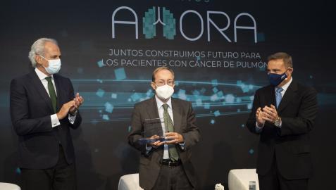 Enrique Ruiz Escudero, consejero de Sanidad de Madrid, el Dr. Luis Montuenga y el Dr. FlorentinoHernando Trancho, miembro del Comité Científico de la Lung Ambition
