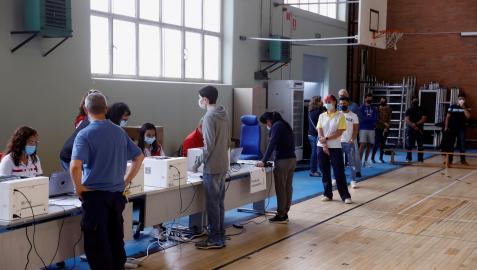 La Comunidad de Madrid comienza a vacunar contra la covid-19 sin necesidad de cita previa en campus universitarios de la región.