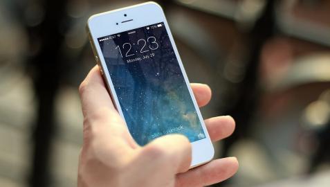 El iPhone 13, similar al 12 pero con la cámara mejorada,