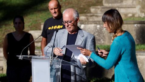 Los portavoces de la red ciudadana Sare, Joseba Azkarraga y Bego Atxa, han ofrecido una rueda de prensa este viernes en Arrasate