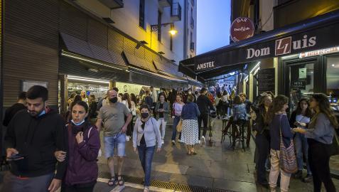 Imagen que presentaba una zona de bares del Casco Antiguo durante las primeras horas de la noche del pasado jueves