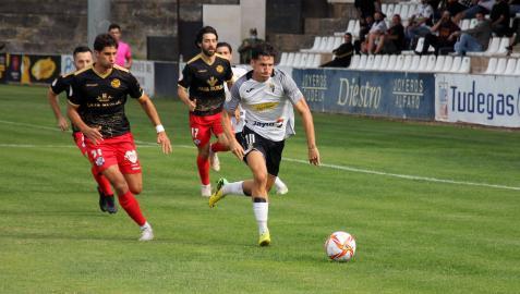 Rodrigo Sanz se va por velocidad de un jugador del Zamora.