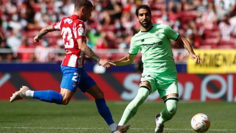 Raúl García frente al Atlético de Madrid
