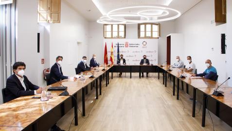 Un momento de la reunión entre representantes de VW, del comité y del Gobierno de Navarra