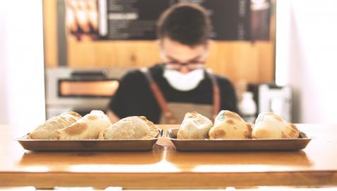 El mostrador de empanadas de Florentino, en la calle Espoz y Mina