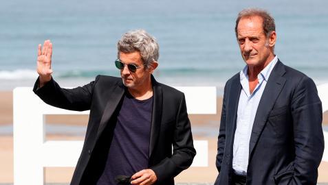 El director y guionista Thierry de Peretti y el actor Vincent Lindon