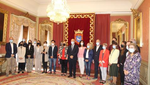 Representantes del COFNA, en su encuentro con el alcalde de Pamplona