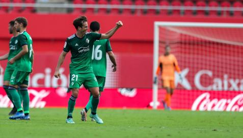 Iñigo Pérez celebra con rabia su golazo de falta en Mallorca