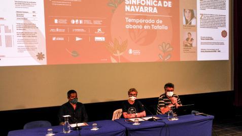 Desde la izda., Pedro Leralta; Mª Antonia Rodríguez y Atxu Ayerra en la presentación