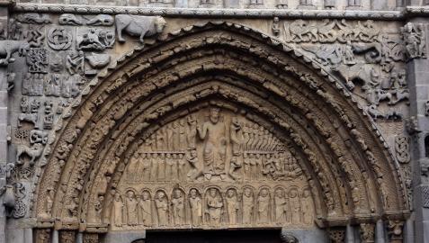 Portada románica de Santa María de Sangüesa.