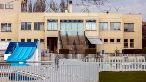 El edificio de las piscinas de Zizur que se convertirá en gaztetxe