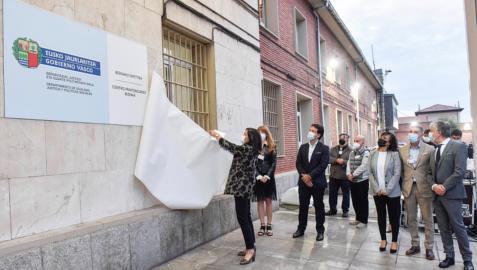La consejera de Justicia del Gobierno Vasco, Beatriz Artolazabal, ha presidido en la prisión de Basauri, su primer acto oficial como gestora de los centros penitenciarios vascos