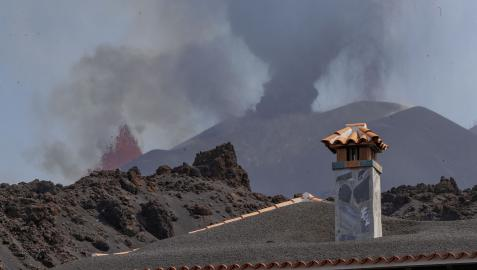 Fotografía de la colada sur de la lava tras la erupción del volcán de La Palma  UME  30/09/2021 Fotografía de la colada sur de la lava tras la erupción del volcán de La Palma.