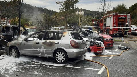 Estado en el que quedaron los vehículos incendiados en Estella