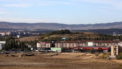 Vista desde el pueblo de Artica de la zona que se va a urbanizar. Junto a Berriozar, en la imagen, se prevén los bloques de viviendas