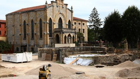 Colegio de las Josefinas y restos del pozo a la espera de que se permita reanudar la obra