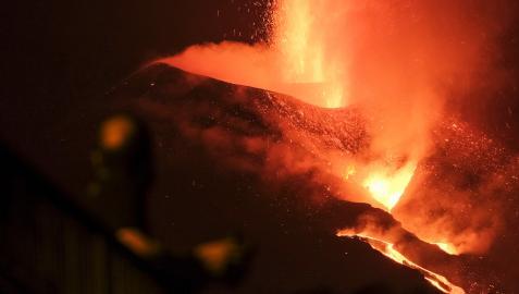 Continúa la colada de lava en el decimotercer día de erupción en La Palma