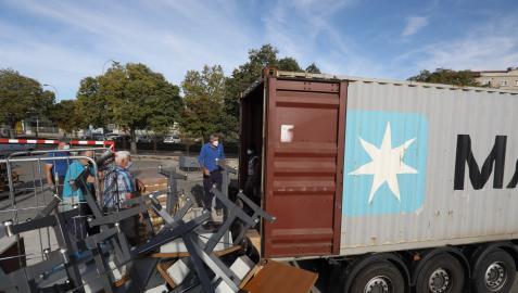 El contenedor para Mozambique ha sido cargado con material para construir dos escuelas y alimentos