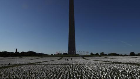Memorial en honor a los estadounidenses muertos por la pandemia de covid