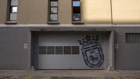 Nuevas puertas en los accesos a los garajes de la Policía Municipal