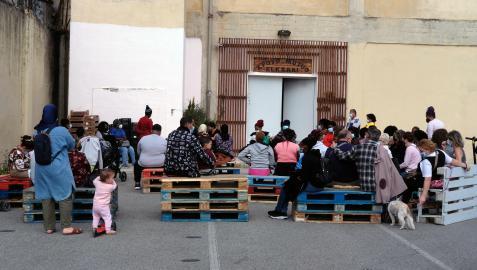 LA MAYORÍA, MUJERES CON HIJOS Unas 80 familias que viven en habitaciones en Pamplona se reunieron el 22 de septiembre con la PAH del Casco Viejo en el barrio de la Rochapea  y revelaron sus historias