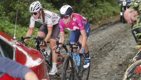 Van vleuten, en un momento de la primera edición de la clásica París-Roubaix femenina