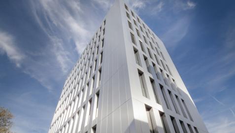Edificio construido con el sistema industrializado de madera de Cree Buildings
