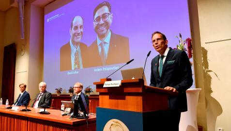 Thomas Perlmann anuncia los ganadores del Premio Nobel de Medicina