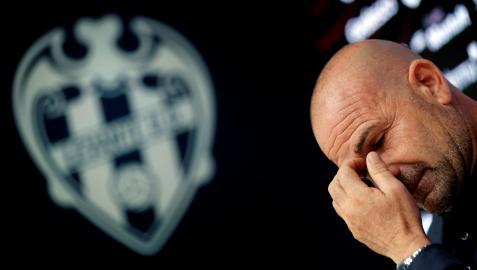 Paco López durante su despedida del Levante