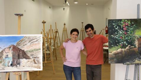 María Baigorri y Jorge Silva, en el taller de pintura La Maleta del Caracol, en la calle Bergamín