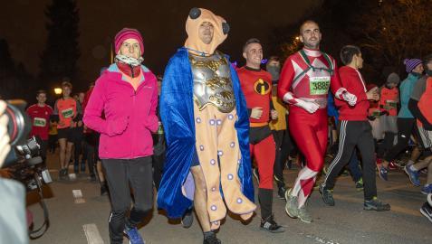 Un grupo de corredores, disfrazados durante la edición de 2019 (la última antes de la pandemia de covid)