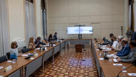 La secretaria de Estado de Función Pública, Lidia Sánchez Milán (2i), ha presidido este martes la Mesa General de Negociación de las Administraciones Públicas en Madrid