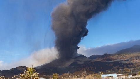 Vista del volcán de Cumbre Vieja de La Palma desde su lado sur