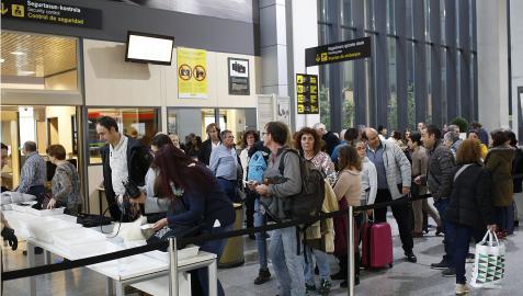 Imagen del aeropuerto  en el momento de embarcar en un vuelo chárter antes de la pandemia