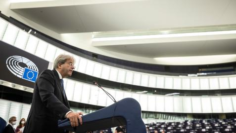 Strasbourg (France), 06/10/2021.- European Commissioner for Economy, Paolo Gentiloni, delivers his speech about Pandora's papers and the implications on the efforts to combat money laundering, tax evasion and avoidance at the European Parliament in Strasbourg eastern France, 06 October 2021. (Francia, Estrasburgo) EFE/EPA/Jean-Francois Badias / POOL MAXPPP OUT