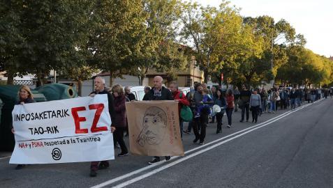 Imagen de la marcha que recorrió ayer diversas calles del barrio de la Txantrea