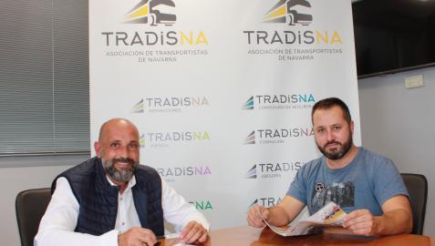 Miguel Casteleiro y Juan Ábrego, vocales de la nueva Junta Directiva, en la sede de Tradisna.